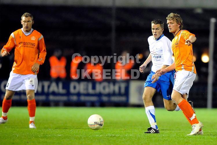 voetbal wke - de bataven hoofdklasse zondag seizoen 2008-2009 08-11-2008  bas hooiveld met gertie rikken.
