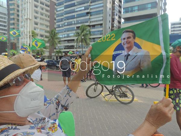 Recife (PE), 01/08/2021 - Protesto-Recife - Ato de apoio ao presidente da República Jair Bolsonaro e a favor do voto impresso. Concentração na Praia de Boa Viagem bairro Classe A do Recife neste domingo (01)