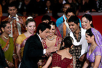 "L'attore indiano Shah Rukh Khan saluta un gruppo di danzatrici sul red carpet per la presentazione del film ""Il mio nome e' Khan"", al Festival Internazionale del Film di Roma, 31 ottobre 2010..Dancers greet Indian actor Shahrukh Khan, at center left, with dark jacket, on the red carpet to present the movie ""My name is Khan"" during the Rome Film Festival at Rome's Auditorium, 31 october 2010..UPDATE IMAGES PRESS/Riccardo De Luca"