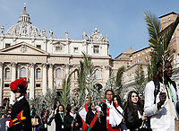 Faithful attend the arrival of Pope Francis to celebrate the Palm Sunday Mass in St. Peter's Square at the Vatican on March 25, 2018.<br /> UPDATE IMAGES PRESS IsabellaBonotto<br /> <br /> STRICTLY ONLY FOR EDITORIAL USE
