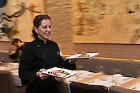 Amérique/Amérique du Nord/Canada/Québec/Montréal: Graziella Battista, dans son restaurant italien: Graziella 116, rue Mc Gill [Non destiné à un usage publicitaire - Not intended for an advertising use]