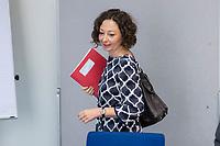 Die Berliner Wirtschaftssenatorin Ramona Pop (Buendnis 90/Die Gruenen) stellte am Montag den 27. August 2018 den Wirtschafts- und Innovationsbericht 2017/2018 vor. Die Senatsverwaltung fuer Wirtschaft, Energie und Betriebe gibt mit dem Bericht einen detaillierten Ueberblick ueber die Aktivitaeten der Berliner Wirtschaftspolitik.<br /> 27.8.2018, Berlin<br /> Copyright: Christian-Ditsch.de<br /> [Inhaltsveraendernde Manipulation des Fotos nur nach ausdruecklicher Genehmigung des Fotografen. Vereinbarungen ueber Abtretung von Persoenlichkeitsrechten/Model Release der abgebildeten Person/Personen liegen nicht vor. NO MODEL RELEASE! Nur fuer Redaktionelle Zwecke. Don't publish without copyright Christian-Ditsch.de, Veroeffentlichung nur mit Fotografennennung, sowie gegen Honorar, MwSt. und Beleg. Konto: I N G - D i B a, IBAN DE58500105175400192269, BIC INGDDEFFXXX, Kontakt: post@christian-ditsch.de<br /> Bei der Bearbeitung der Dateiinformationen darf die Urheberkennzeichnung in den EXIF- und  IPTC-Daten nicht entfernt werden, diese sind in digitalen Medien nach §95c UrhG rechtlich geschuetzt. Der Urhebervermerk wird gemaess §13 UrhG verlangt.]