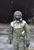 - U.S. Air Force, base aerea di Spangdahlem (Germania Ovest), quartier generale del 52d Tactical Fighter Wing. Membri del personale tecnico di terra durante un'esercitazione NBC (giugno 1985).<br /> <br /> - U.S. Air Force, Spangdahlem air base (West Germany)), headquarters ot 52d Tactical Fighter Wing. Members of ground technical staff during an NBC exercise (June 1985).