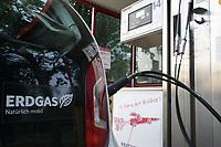 Germany, Biogas fuel station, CNG bio-methane / DEUTSCHLAND, Dannenberg im Wendland, Kraft und Stoff Biogastankstelle von Horst Seide, CNG Biomethan Zapfsäule
