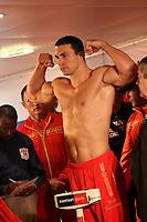 Weltmeister Wladimir Klitschko (UKR) beim Wiegen