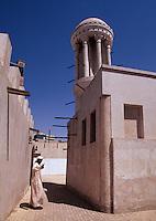 Vereinigte arabische Emirate (VAE, UAE), Sharja, runder Windturm Majlis al Midfa in der Heritage Area, Windtürme dienen zum Kühlen der Häuser