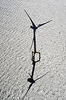 Offshore Windkraft: DEUTSCHLAND, NIEDERSACHSEN, WILHELMSHAVEN (GERMANY), 16.06.2010:  Europa, Deutschland, Niedersachsen,   alternative Energiequellen,  Energie, Kueste, Meer, Natur, Offshore, Offshore-Kraftwerk, Offshore-Windpark, Nordsee, regenerative Energie, Seewind, Strom, Stromerzeugung, Symbol, Wind, Windenergie, Windkraft, Windkraftanlage, Windrad, Wirtschaft, .c o p y r i g h t : A U F W I N D - L U F T B I L D E R . de.G e r t r u d - B a e u m e r - S t i e g 1 0 2, 2 1 0 3 5 H a m b u r g , G e r m a n y P h o n e + 4 9 (0) 1 7 1 - 6 8 6 6 0 6 9 E m a i l H w e i 1 @ a o l . c o m w w w . a u f w i n d - l u f t b i l d e r . d e.K o n t o : P o s t b a n k H a m b u r g .B l z : 2 0 0 1 0 0 2 0  K o n t o : 5 8 3 6 5 7 2 0 9. V e r o e f f e n t l i c h u n g n u r m i t H o n o r a r n a c h M F M, N a m e n s n e n n u n g u n d B e l e g e x e m p l a r !.