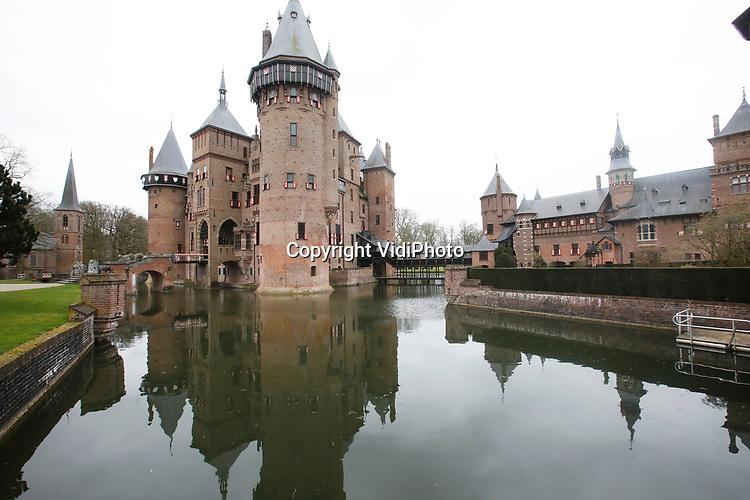 """Foto: VidiPhoto<br /> <br /> HAARZUILENS – In het grootste kasteel van ons land, De Haar in Haarzuilens, is de hand van de beroemde rijksbouwmeester Pierre Cuypers duidelijk zichtbaar. """"Dolle torens en dramatische daken."""" Zo werd zijn werk door tijdgenoten van de architect omschreven. Bij De Haar resulteerde dat in een middeleeuws sprookjeskasteel. Bezoekers van het beroemde neogotische slot kunnen er de komende maanden niet omheen. In de expositie """"Torendolheid"""" gaat alle aandacht uit naar Pierre Cuypers en zijn voorliefde voor de Middeleeuwen."""