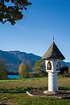 Oesterreich, Kaernten, Egg am Faaker See: das Egger Marterl, ein romanischer Bildstock am Faaker See | Austria, Carinthia, Egg at Lake Faak: the 'Egger Marterl', a Romanesque shrine at Lake Faak