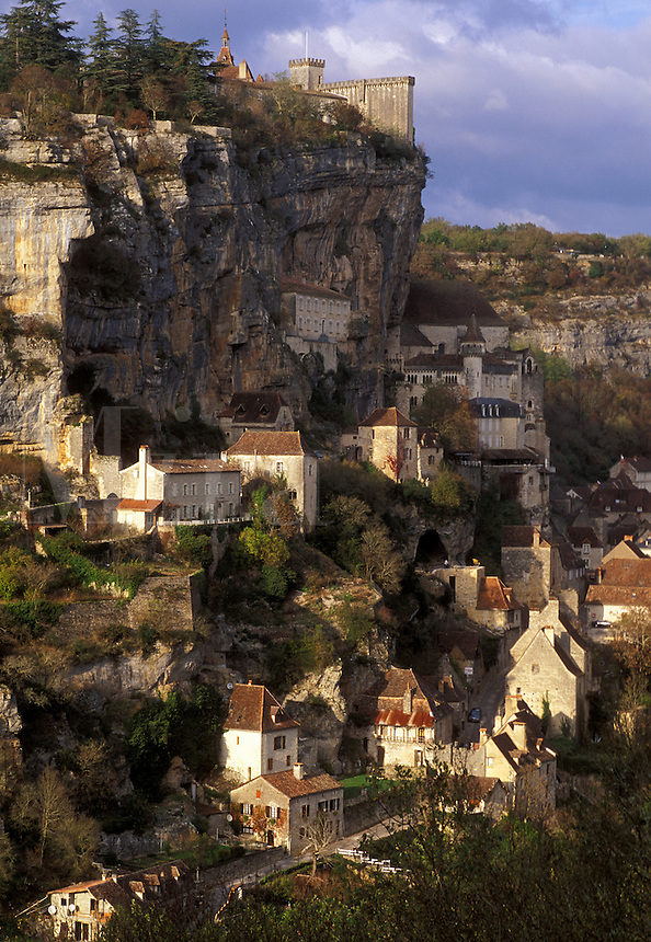 France, Rocamadour, Perigord, the Dordogne, Midi-Pyrenees, Lot, Europe, medieval village, pilgrimage town, cliffs
