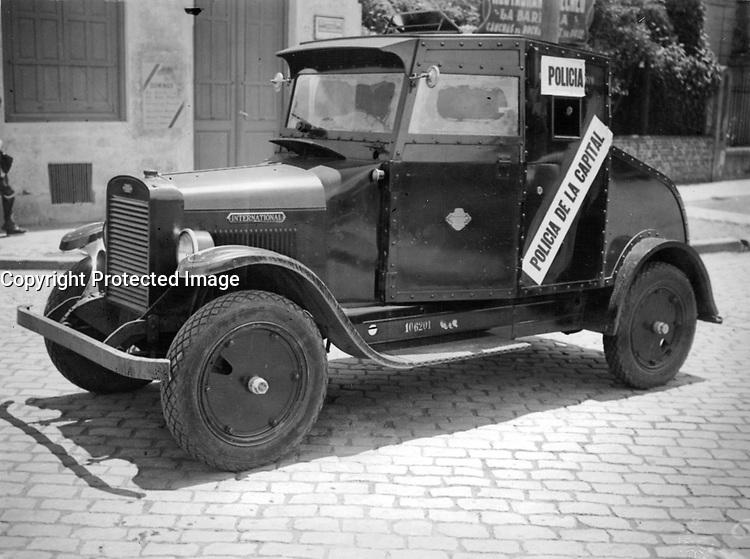 Camión blindado de la policía para evitar aglomeraciones, Buenos Aires 1936