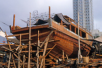 Hong Kong: Aberdeen--Shipyard. Photo '82.