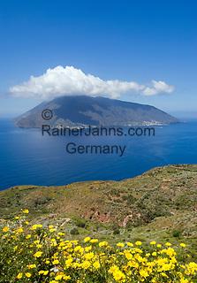 ITA, Italien, Sizilien, Liparischen Inseln, Blick von Lipari auf die Insel Salina   ITA, Italy, Sicily, Aeolian Islands or Lipari Islands, view from Lipari towards island Salina