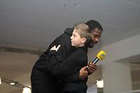 """Riddick Bowe (USA) mit seinem """"Sparringspartner"""" Philipp<br /> Dr. Wladimir Klitschko vs. Hasim Rahman, Pressetraining<br /> *** Local Caption *** Foto ist honorarpflichtig! zzgl. gesetzl. MwSt. Auf Anfrage in hoeherer Qualitaet/Aufloesung. Belegexemplar an: Marc Schueler, Am Ziegelfalltor 4, 64625 Bensheim, Tel. +49 (0) 151 11 65 49 88, www.gameday-mediaservices.de. Email: marc.schueler@gameday-mediaservices.de, Bankverbindung: Volksbank Bergstrasse, Kto.: 151297, BLZ: 50960101"""