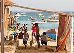 Cabo Verde, Kaap Verdie, KaapVerdie, sal kaapverdie santa maria 2017<br /> Santa Maria, officieel  is een plaats in het zuiden van het Kaapverdische eiland Sal met 6.272 inwoners. Met de opkomst van het toerisme heeft de plaats bekendheid gekregen en is het toerisme de voornaamse inkomstenbron<br /> Kaapverdië, dat behoort tot de geografische regio Ilhas de Barlavento<br />   foto  Michael Kooren<br /> beach, beach life, caipirinha's, cocktail, cocktailbar, popular,  sports, water, sea, boats, Boy with guitar, dog