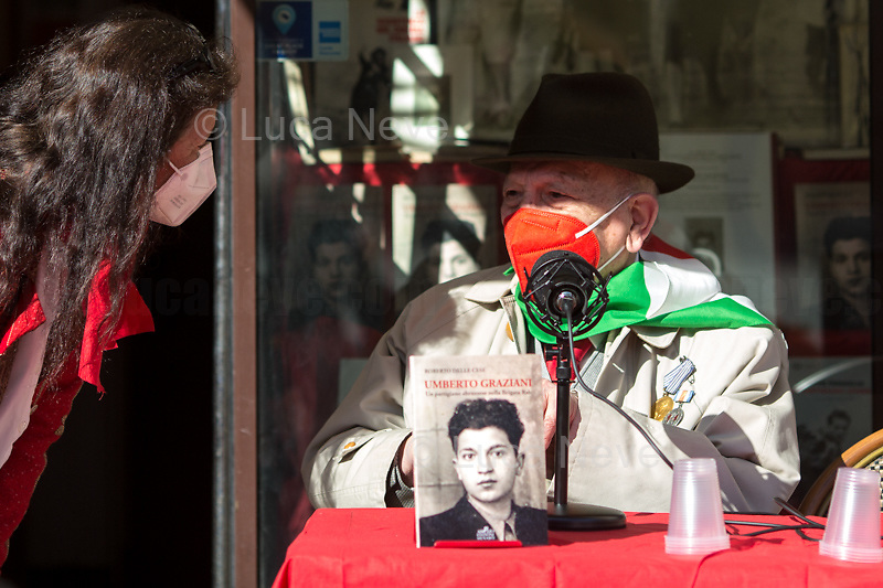 """Rome, Italy. 25th Apr, 2021. Today, to mark the 76th Anniversary of the Italian Liberation from nazi-fascism the Fahrenheit 451 Bookshop (Libreria Fahrenheit 451, Piazza Campo De' Fiori 44, Rome, 1.), co-organised with ANPI Roma Centro (National Association of WWII Italian Partizans, 2.) the presentation of the book """"Umberto Graziani Un Partigiano Abruzzese Nella Brigata Rab"""" (Umberto Graziani A Partizan From Abruzzo In The Rab Brigade, D'Abruzzo Edizioni Menabò, 3.) written by Roberto Delle Cese. The event was hosted by the author of the book who held a public conversation with the Partizan Umberto Graziani. From the Facebook event page (4.): «[…] With an original and authentic language, the memories of the partisan Umberto Graziani (born in 1923), originally from Vestea, a fraction of the municipality of Civitella Casanova in the province of Pescara, a detailed account of the fascist internment camp of Kampor, on the island of Arbe in Croatia and the events linked to the Yugoslav Resistance in which Italian partisans also participated. In the testimony Graziani recounts the years of his youth in Abruzzo, focusing on the circumstances that led him to mature the choice to become a partisan. The decision to fight for a better future, characterized by the ideals of justice and freedom, was the result of a political conscience matured as a boy during fascism and subsequently developed during the war period. On the basis of an extensive bibliography, the introductions by Gianni Orecchioni and the author place Graziani's memoirs in the complex context of the years 1941-44 in the region of the former Yugoslavia […]».<br /> <br /> Footnotes & Links:<br /> 1. http://bit.do/fQC9r<br /> 2. http://bit.do/fQC9v<br /> 3. http://bit.do/fQC6v<br /> 4. http://bit.do/fQC9y<br /> Related Stories:<br /> - 25 April 21 - A Centocelle Per La Liberazione: http://bit.do/fQC6E<br /> - I Partigiani http://tiny.cc/cwi3nz"""
