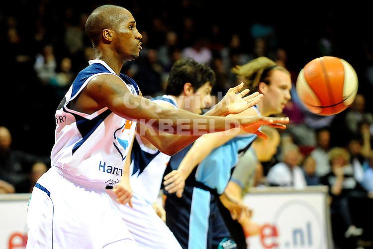 basketbal capitals - bluestreem seizoen 2008-2009  07-04-2009     chaz macrommon.fotograaf jan kanning
