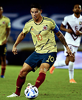 BARRANQUILLA – COLOMBIA, 09 –10-2020: James Rodriguez en acción durante partido entre los seleccionados de Colombia (COL) y Venezuela (VEN), de la fecha 1 por la clasificatoria a la Copa Mundo FIFA Catar 2022, jugado en el estadio Metropolitano Roberto Melendez en Barranquilla. / James Rodriguez in action during match between the teams of Colombia (COL) and Venezuela (VEN), of the 1st date for the FIFA World Cup Qatar 2022 Qualifier,  played at Metropolitan stadium Roberto Melendez in Barranquilla. / Photo: VizzorImage / Julian Medina FCF / Cont.