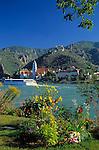 Austria, Lower Austria, Wachau, Wine village Duernstein at the Danube with baroque monastery Duernstein and castle ruin