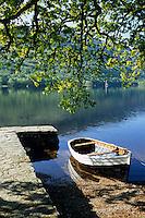Europe/Grande-Bretagne/Ecosse/Highland/Invergarry : Glengarry Castle le château époque victorienne abrite un hôtel - Embarcadère sur les bords du Loch