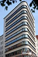 """Stadtmarke / Ortsmarke / """"flat iron"""" von Leipzig das Trias Haus am Martin-Luther-Ring neben dem Neuen Rathaus . Foto: aif / Norman Rembarz<br /> <br /> Jegliche kommerzielle wie redaktionelle Nutzung ist honorar- und mehrwertsteuerpflichtig! Persönlichkeitsrechte sind zu wahren. Es wird keine Haftung übernommen bei Verletzung von Rechten Dritter. Autoren-Nennung gem. §13 UrhGes. wird verlangt. Weitergabe an Dritte nur nach  vorheriger Absprache. Online-Nutzung ist separat kostenpflichtig."""