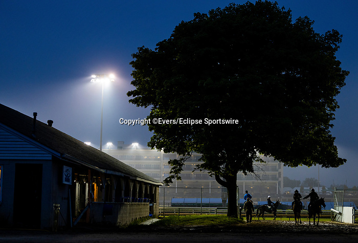 April 25, 2021: Scenes from morning workouts at Churchill Dows in Louisville, Kentucky on April 25, 2021. EversEclipse Sportswire/CSM