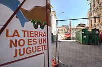 A L'Aquila sono presenti i bagni chimici dell'azienda toscana Sebach..Earth is not a toy! La terra non è un giocattolo!