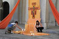 - prayer of young members of Taizé religious community  in front of  San Lorenzo Basilica....- Milano, preghiera di giovani della comunità  religiosa di Taizé davanti alla basilica di San Lorenzo