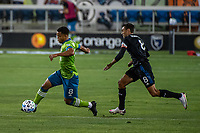 SAN JOSE, CA - OCTOBER 18: Jordy Delem #8 of the Seattle Sounders evades Chris Wondolowski #8 of the San Jose Earthquakes during a game between Seattle Sounders FC and San Jose Earthquakes at Earthquakes Stadium on October 18, 2020 in San Jose, California.