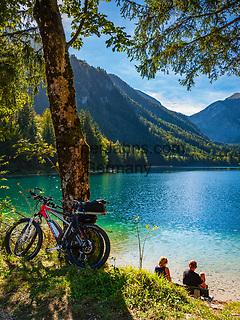 Oesterreich, Oberoesterreich, Salzkammergut: der Vordere Langbathsee -  beliebter Badesee und Ausflugsziel | Austria, Upper Austria, Salzkammergut: Vorderer Langbathsee - popular swimming lake and place of excursions