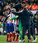 Atletico de Madrid's players celebrate the victory in the Round of 16 of UEFA Champions League after the match.March 16,2015. (ALTERPHOTOS/Acero)