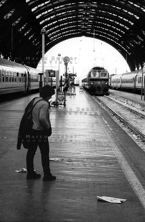 Milano, stazione centrale. Partenza di un treno --- Milan, central station. Train leaving