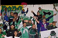 TUNJA - COLOMBIA, 04-02-2020: Hinchas del Cali animan a su equipo durante partido por la fecha 3 de la Liga BetPlay DIMAYOR I 2020 entre Patriotas Boyacá y Deportivo Cali jugado en el estadio La Independencia de la ciudad de Tunja. / Fans of Cali cheer for their team during match for the date 3 of the BetPlay DIMAYOR League I 2020 between Patriotas Boyaca and Deportivo Cali played at La Independencia stadium in Tunja city. Photo: VizzorImage / Jose Palencia / Cont