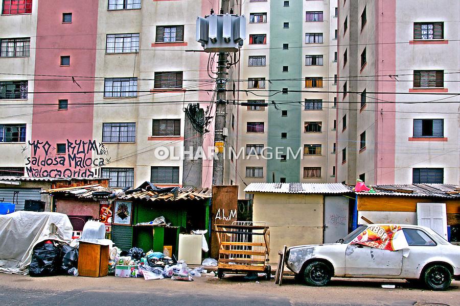 Prédios na favela de Heliópolis, São Paulo. 2004. Foto de Juca Martins.
