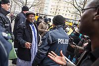 """Protest vor der Botschaft von Mali in Berlin.<br /> Ca. 150 Menschen demonstrierten am Dienstag den 31. Januar 2017 in Berlin vor der Botschaft von Mali gegen die Ruecknahmeabkommen der Bundesregierung mit afrikanischen Laendern, so auch Mali. Sie warfen der Bundesregierung vor mit korrupten Diktaturen zusammenzuarbeiten, um die Flucht von Menschen aus Armut und Unterdrueckung zu verhindern.<br /> Deutschland und andere europaeische Staaten schieben immer oefter Menschen nach Mali ab. Die Bundesregierung und die EU setze im Rahmen des """"Valetta-Prozesses"""" unter anderem Mali unter Druck, bei Abschiebungen mitzuwirken.<br /> Die Demonstranten forderten den Stopp der Rueknahmeabkommen und den Ruecktritt des malischen Botschafters, der gleichzeitig fuer 10 weitere afrikanische Laender als Botschafter taetig ist.<br /> Im Bild: Der Botschafter Malis, Toumani Djime Diallo, spricht zu den Demonstranten.<br /> 31.1.2017, Berlin<br /> Copyright: Christian-Ditsch.de<br /> [Inhaltsveraendernde Manipulation des Fotos nur nach ausdruecklicher Genehmigung des Fotografen. Vereinbarungen ueber Abtretung von Persoenlichkeitsrechten/Model Release der abgebildeten Person/Personen liegen nicht vor. NO MODEL RELEASE! Nur fuer Redaktionelle Zwecke. Don't publish without copyright Christian-Ditsch.de, Veroeffentlichung nur mit Fotografennennung, sowie gegen Honorar, MwSt. und Beleg. Konto: I N G - D i B a, IBAN DE58500105175400192269, BIC INGDDEFFXXX, Kontakt: post@christian-ditsch.de<br /> Bei der Bearbeitung der Dateiinformationen darf die Urheberkennzeichnung in den EXIF- und  IPTC-Daten nicht entfernt werden, diese sind in digitalen Medien nach §95c UrhG rechtlich geschuetzt. Der Urhebervermerk wird gemaess §13 UrhG verlangt.]"""