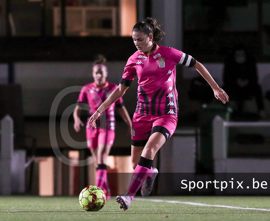Noemie Fourdin (11 Charleroi) with the ball during a female soccer game between Oud Heverlee Leuven and Sporting de Charleroi on the seventh matchday of the 2020 - 2021 season of Belgian Womens Super League , sunday 15 th of November 2020  in Heverlee , Belgium . PHOTO SPORTPIX.BE | SPP | SEVIL OKTEM