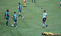 PEREIRA - COLOMBIA, 29-04-2021: Michael Espinoza, arbitro muestra tarjeta amarilla a Juan Carlos Colina de La Equidad (COL) durante partido entre La Equidad (COL) y Aragua F. C. (VEN) por la Copa CONMEBOL Sudamericana 2021 en el Estadio Hernan Ramirez Villegas de la ciudad de Pereira. / Michael Espinoza, referee shows yellow card to Juan Carlos Colina of La Equidad (COL) during a match beween La Equidad (COL) and Aragua F. C. (VEN) for the CONMEBOL Sudamericana Cup 2021 at the Hernan Ramirez Villegas Stadium, in Pereira city.  Photo: VizzorImage / Pablo Bohorquez / Cont.