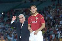 Roma 24 Agosto 2002<br /> Presentazione della AS Roma per la stagione 2002 2003<br /> Il presidente della Roma Franco Sensi accompagnato a centrocampo da Francesco Totti