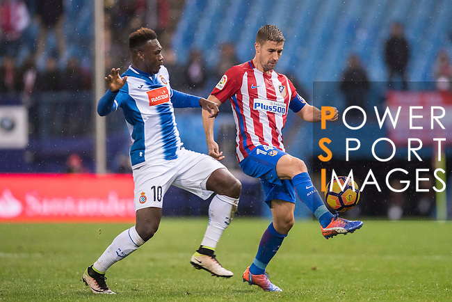 Gabi of Atletico de Madrid fights for the ball with Felipe Salvador Caicedo Corozo of RCD Espanyol during the La Liga match between Atletico de Madrid and RCD Espanyol at the Vicente Calderón Stadium on 03 November 2016 in Madrid, Spain. Photo by Diego Gonzalez Souto / Power Sport Images