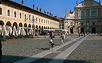 Italien, Lombardei, Dom an der Piazza Ducale in Vigevano