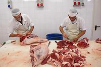- working of the meats for the production of the culatello at the Spigaroli company ....- lavorazione delle carni per la produzione del culatello presso l'azienda Spigaroli