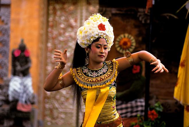 INDONESIA, BALI, BARONG DANCE, GIRL DANCER, REPRESENTING THE SERVANT OF THE RANGDA