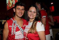 SAO PAULO, SP, 19 DE FEVEREIRO 2012 - CAMAROTE BAR BRAHMA - O jogador do Corinthians Alex e a esposa Ana Paula sao vistos no Camarote Bar Brahma, no primeiro dia de desfiles do Grupo Especial do Carnaval de Sao Paulo, na madrugada deste domingo 19, no Sambodromo do Anhembi regiao norte da capital paulista. (FOTO: MILENE CARDOSO - BRAZIL PHOTO PRESS).