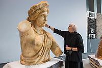 2020/10/29 Kultur | Bundestag | Restauration Quadriga-Gipsmodell