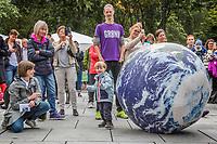 Norsk valgkamp.  MDGs Une Bastholm,  og velgere ved MDGs arrangement i Oslo.<br /> <br />  © Fredrik Naumann/Felix Features