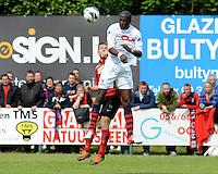 Izegem - FC Luik :..kopduel tussen Aurelien Verzele (L) en Evans Kondogbia (R)..foto VDB / BART VANDENBROUCKE