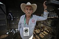 VILLAVICENCIO - COLOMBIA, 13-10-2018: Un vaquero veterano posa para una foto durante el 22 encuentro Mundial de Coleo en Villavicencio, Colombia realizado entre el 11 y el 15 de octubre de 2018. / A veteran cowboy poses to a photo during the 22 version of the World  Meeting of Coleo that takes place in Villavicencio, Colombia between 11 to 15 of October, 2018. Photo: VizzorImage / Gabriel Aponte / Staff