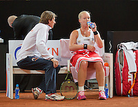 Februari 07, 2015, Apeldoorn, Omnisport, Fed Cup, Netherlands-Slovakia, Kiki Bertens (NED)   on the Dutch beng with captain Paul Haarhuis<br /> Photo: Tennisimages/Henk Koster