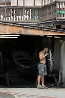 Un operaio al lavoro su una gondola, allo Squero San Trovaso, Venezia.<br /> A worker at the Squero San Trovaso in Venice.<br /> UPDATE IMAGES PRESS/Riccardo De Luca