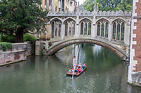 UK, England, Cambridge.  River Cam and the Bridge of Sighs, St. John's College.